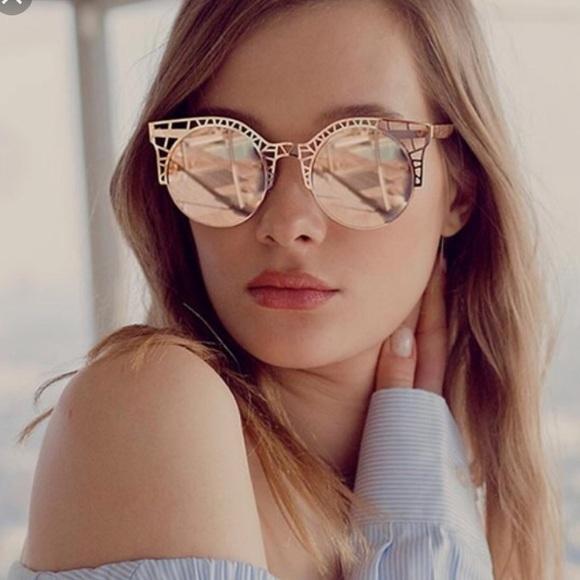 f4e3cfeb259 Quay Australia Fleur Rose Gold Mirrored sunglasses